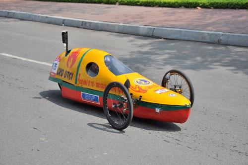 """""""Siêu xe"""" đi gần 1.000km hết 1 lít xăng của sinh viên Việt"""