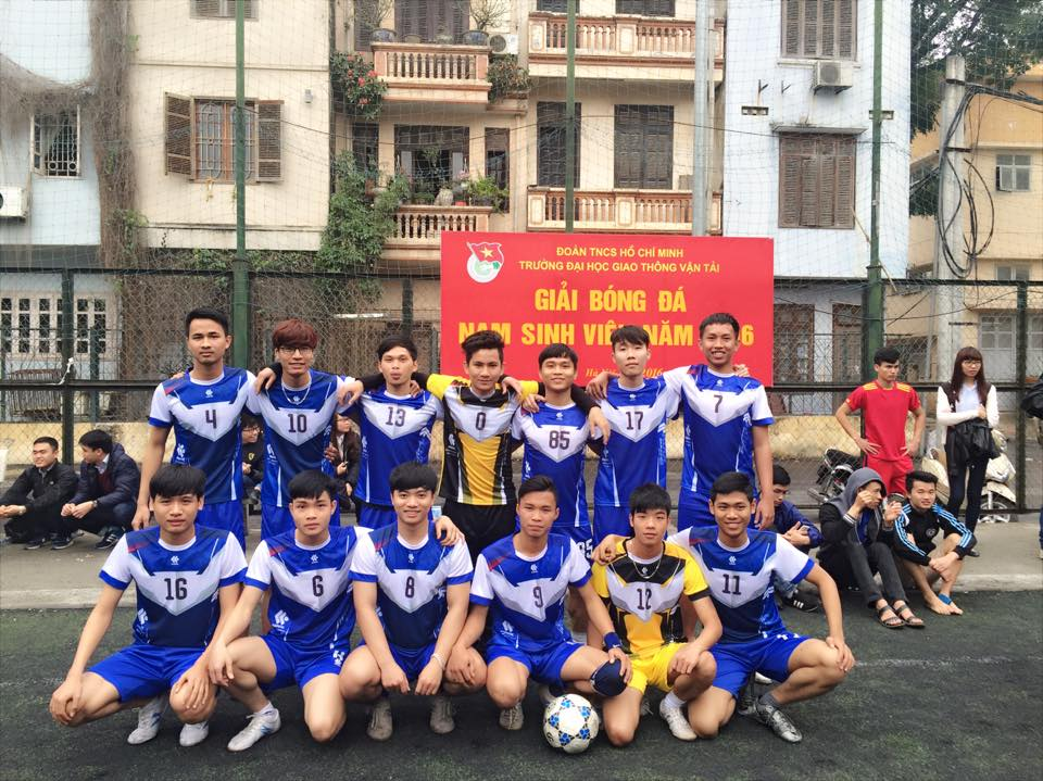 Đội tuyển bóng đá nam Khoa CNTT tham dự Giải bóng đá nam sinh viên năm 2016