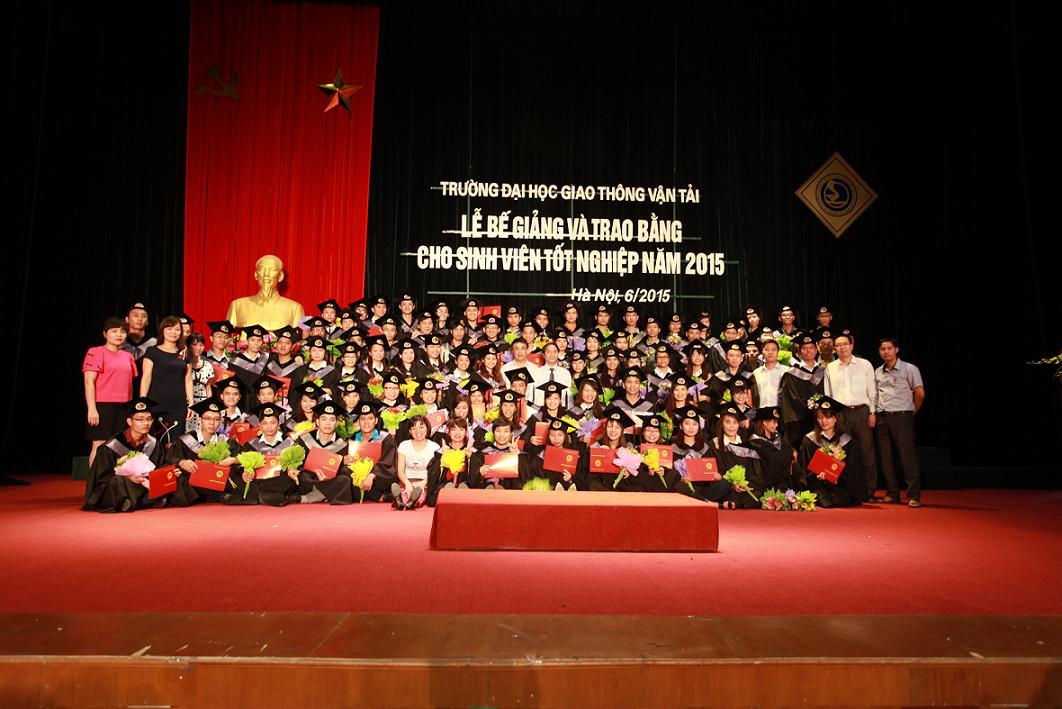 Lễ bế giảng và trao bằng tốt nghiệp cho sinh viên Khóa 52